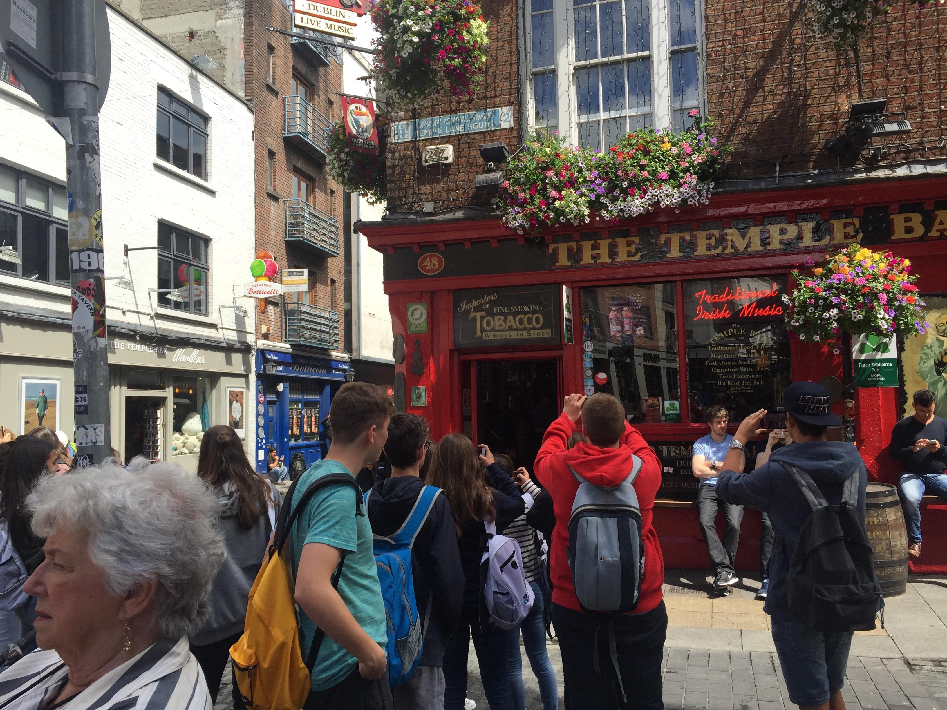 Imagen estudiantes en visita cultural en Irlanda